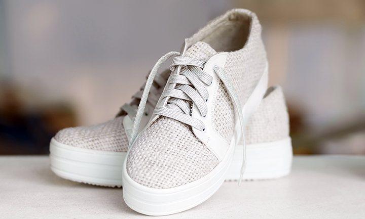 Tênis linha Hemp da Adidas usa a fibra de cânhamo como diferencial para oferecer uma linha de produtos resistentes.